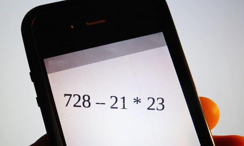 Die Handy-App Photomath löst Gleichungen auf einen Klick. - Schulfuchs.de