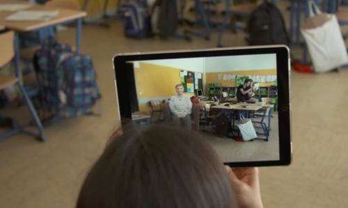 Die Zeitzeugen-App beamt Zeitzeugen in die Schule. - Schulfuchs.de
